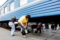 Донецкая железная дорога призывает пассажиров быть внимательными на железнодорожных объект объектах